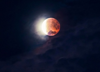 Έκλειψη Σελήνης στον άξονα Καρκίνου - Αιγόκερου